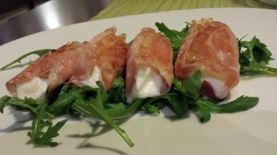 TOWERS Steak & Salad : mozerella wrapped in parma ham