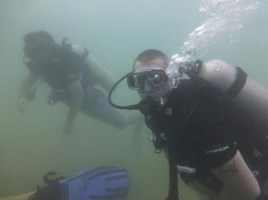 Pearl Divers: Refresher dive. Visabilty wasn't too good. But excellent instructors.