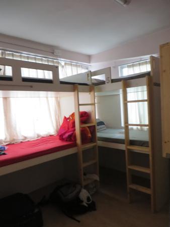 Check Inn HK: Dorm (6 share)