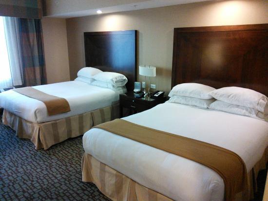 Holiday Inn Express - Jacksonville Beach: Beds