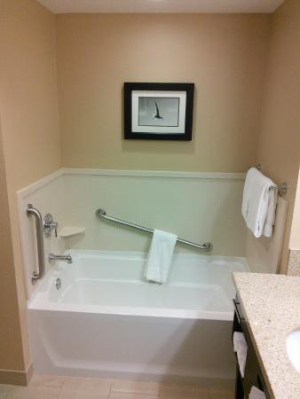 Holiday Inn Express - Jacksonville Beach: Tub