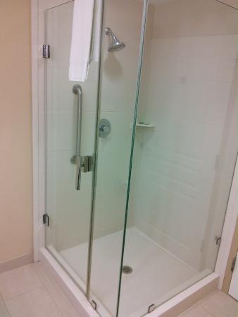 Holiday Inn Express - Jacksonville Beach: Shower