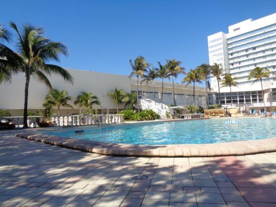 quarto do hotel picture of deauville beach resort miami. Black Bedroom Furniture Sets. Home Design Ideas