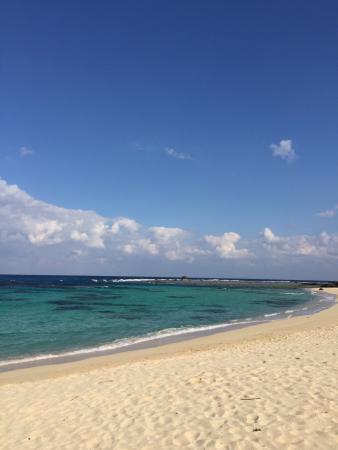 Tomori Beach : 空港近くの別世界、駐車場が少ないので要注意です。