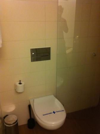 Hostal Mare Nostrum: little cute toilet