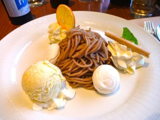 Schneider's Café Restaurant : Vermicelles mit Vanille-Eis und Baisier