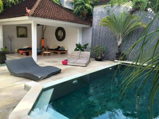 Villa Bunga Kecil: pool and outdoor area