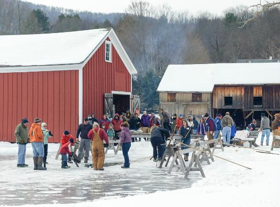 Meredith, نيويورك: The Ice Harvest Festival is held the first Saturday of February