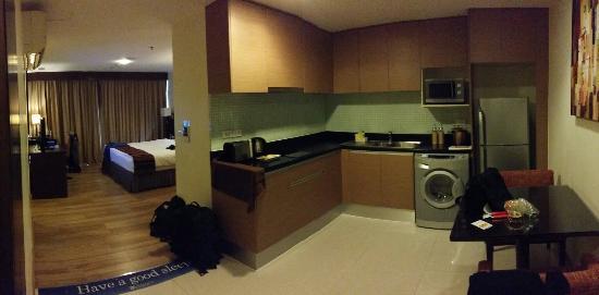 Lohas Suites Sukhumvit by Superhotel: Our room