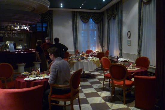 Hotel Man-Tess: Breakfast/bar