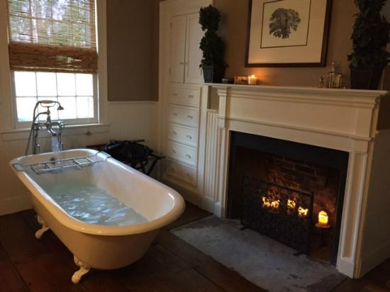 Inn At Kent Falls: Bathroom In Lakes Suite With Bathtub Running And Candles  In Fireplace