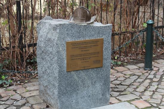 Private Prague Guide Day Tours : Memorial to the Firemen who died in the attacks on 9/11