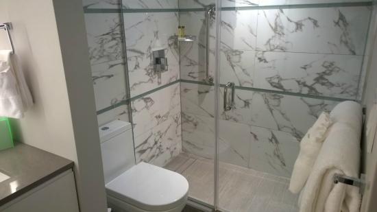 Waterstone Resort & Marina Boca Raton, Curio Collection by Hilton: Bathroom