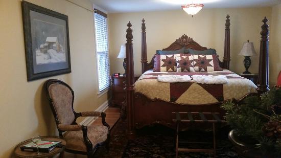 The Swope Manor Bed & Breakfast: Col. Chamberlain Room