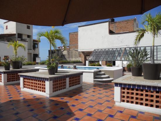 Eloisa Hotel : Pool on roof top