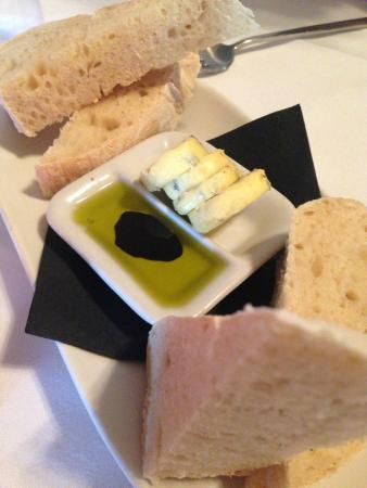 Bistro 1284: bread and dip
