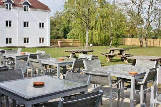 The Oak Hockley Heath: beer garden