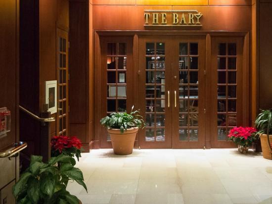 Hilton Harrisburg: The Bar