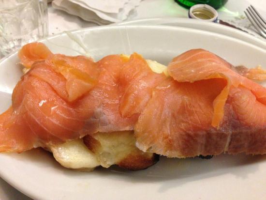 Pizzeria da Remo: Crostino con mozzarella e salmone !