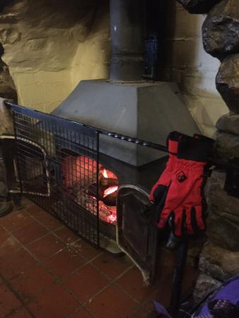 Sticklebarn: Warm in front of the fire