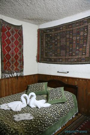 Cave Hotel Saksagan: In side our room.