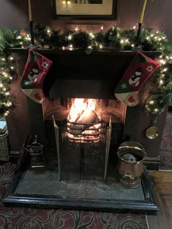Holts Arms: Roaring Log Fires for these cold December Nights 16/12/14
