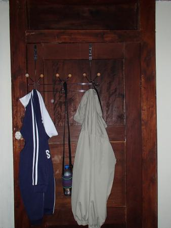 Posada del Abuelo : No shelf, but there was a door hook