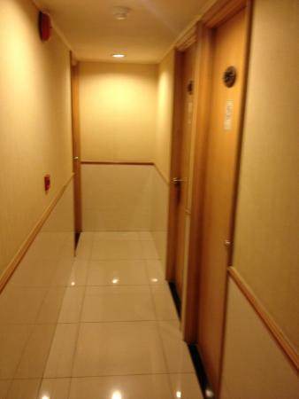 New Yiu Fai Guest House: couloir