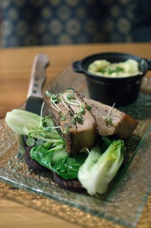Bailiez Cafe : Soy braised pork belly