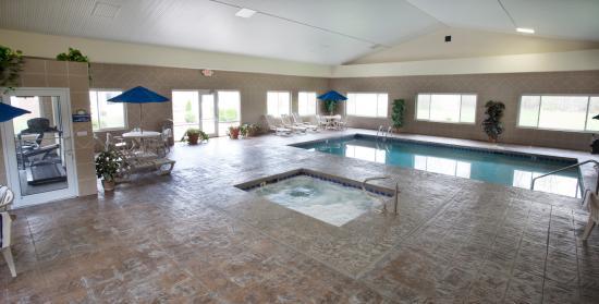 Days Inn Fremont: Pool  and Hot Tub 2014