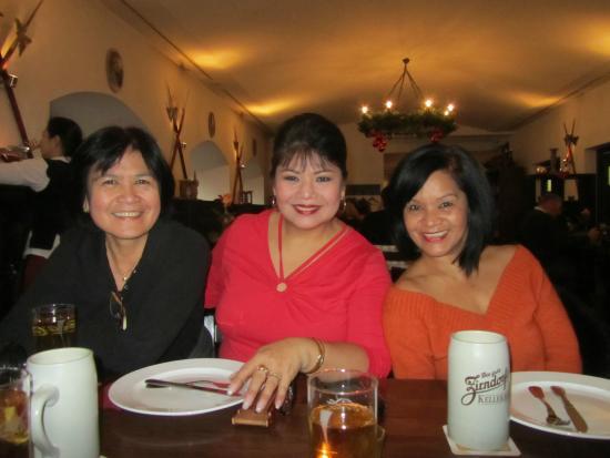 Zum Spießgesellen: Bonding with Friends
