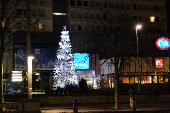 Novotel Strasbourg Centre Halles: vista frente al hotel