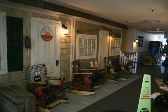 Vacationland Inn: Maine Coast Building Lobby
