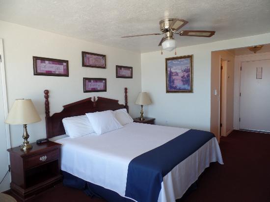 Americas Best Value Port Polson Inn : King Bed