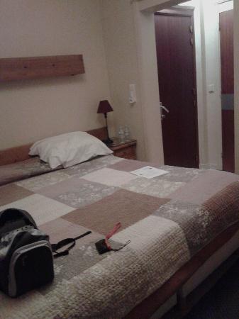 La Vieille Lanterne : Habitación con gran cama