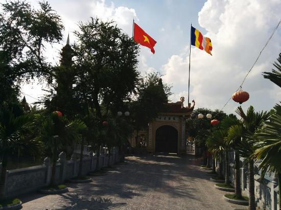 Chua Tran Quoc: タイ湖湖畔の鎮国寺