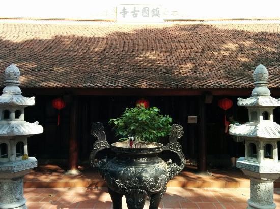 Chua Tran Quoc: 鎮国寺境内にて
