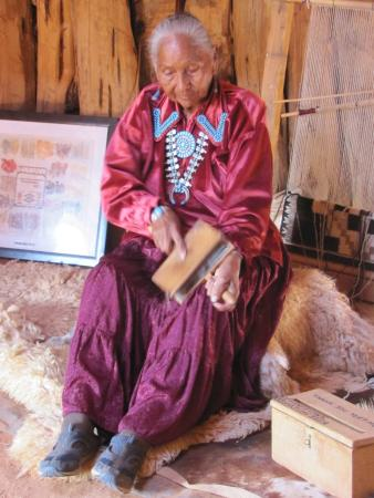 Blackwater Tours: Elderly Navajo lady with a yarn spinning demonstration.