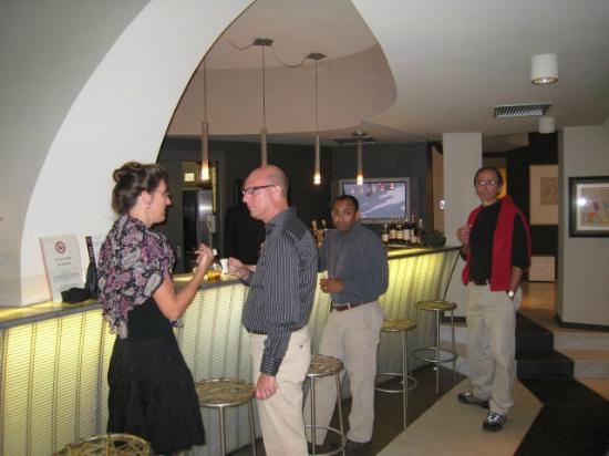 La Gola: bar scene
