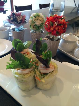 Bon Appe Thai: Fresh Salad Rolls with Shrimp and Tofu!