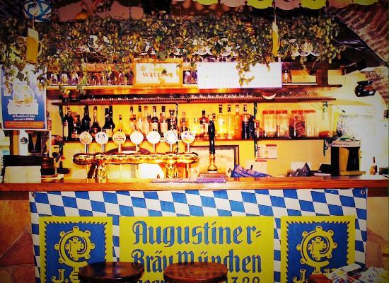 Exodus Pub: il bancone durante l'Oktoberfest