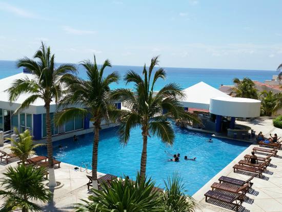 Solymar Cancun Beach Resort: da esquerda para a direita: restaurante, piscina e bar