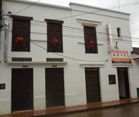 `Fachada Raices Hotel