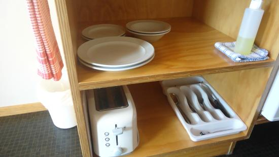 Waitomo Lodge: toaster, small plates, bowls, and cutlery.