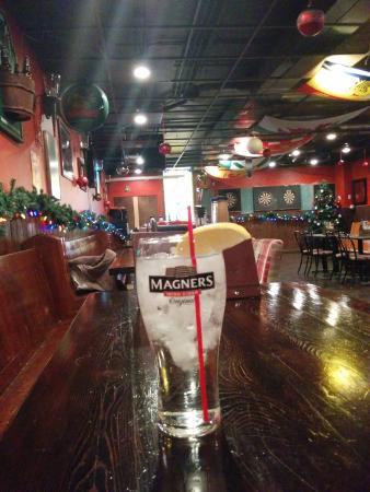 Bobby's Place: Homey worn bar