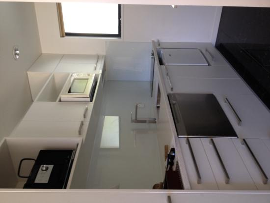 Delorenzos Studio Apartments: Compact easy kitchen