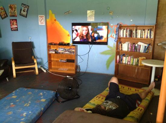 Lazy Duck Hostel : Garage chill-out area