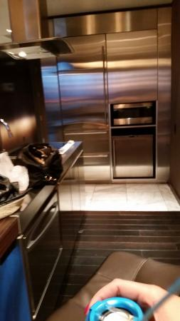 Palms Place Hotel And Spa: Kitchen With Fridge, Microwave, Ice Maker,  Dishwasher