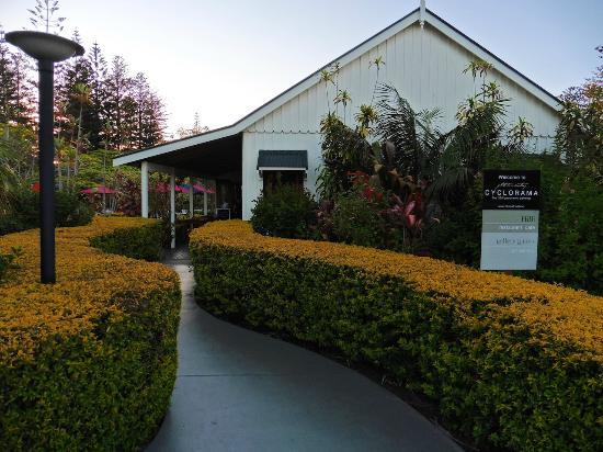 Hilli Restaurant & Cafe: Beautiful Gardens surround Hilli's and Cyclorama