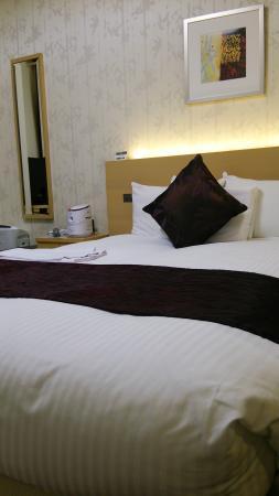 Hotel Prezio Shizuoka-Ekinan : ベッド回り
